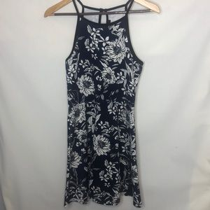 blue and white flowered dress size L